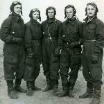 Слева направо: курсанты Антонов, Меркулов, Рубцов, Белков, Болотников. Аэродром Поворино сентябрь 1948 г.