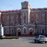 Здание вокзала. Вид с привокзальной площади