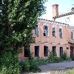 А в начале 70-х автовокзал был в этом доме (напротив ж/д вокзала), в котором в конце XIX века жил М. Горький. Дом будет реставрироваться.