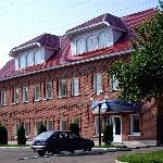 Административное здание (чуть дальше по улице Горького)