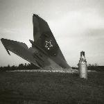 Лётчику-инструктору БВВВАУЛ капитану Попову. Разбился на МиГ-21 15 апреля 1989 г.