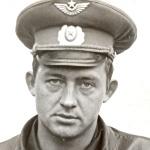 Суздальцев Владимир Алексеевич. Выпускник ДОСААФ, заканчивал БВВАУЛ (заочно) в 1978 (?) году.
