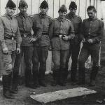 Наш экипаж на своём аэродроме: Ю. Попов, В. Масов, Ю. Лощилов, Н. Сибирцев, А. Фаустов, В. Белюченко