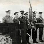 Выступает Главком ВВС Кутахов П. С. на возвращении училищу знамён и наград