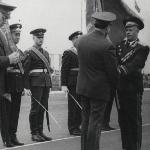 Главком ВВС вручает Знамя начальнику училища, генерал-майору Никонову А. Н.