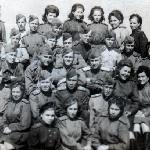 1945 год. Специалисты по авиационному вооружению. Старшина Фомичёв Пётр – второй ряд, первый справа