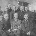 1940-1941. Возможно, со своей первой группой (или одной из первых групп) курсантов. На обороте есть несколько фамилий: Николаев, старш. Киселев, Холмин, Макеев, Головкин, Орехов, Сухоруков