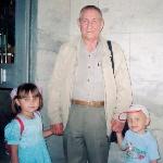 Анатолий Фёдорович с правнуками