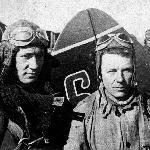 Лётчики. А. Наследухов - крайний слева. В центре - инструктор Карпов Иван Петрович