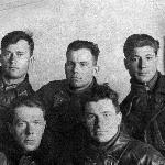Инструкторы. А. Наследухов в верхнем ряду крайний справа. В нижнем ряду крайний слева - инструктор Карпов Иван Петрович