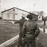 Наземная подготовка - летчики-инструкторы А. Москальцов и В. Романишин на службе. Поворино-1989