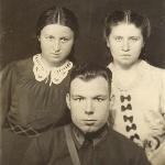 В. В. Тимофеев с двоюродными сёстрами