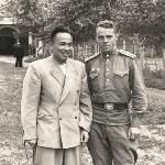 На фотографии я, Лавриненеко Г.Е. (курсант) и руководитель делегации из КНР на конезаводе (при покупке лошадей) 1954 г.
