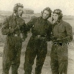 """Подготовка к очередному полёту методом """"пеший по-лётному"""". На фото слева направо курсанты: Лапшин В., Лавриненко Г., Лихачев, 1952 год"""