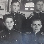 Однокашники. Нижний ряд - курсанты Малолетнев, Костромин, Никонов. Верхний слева - Новиков