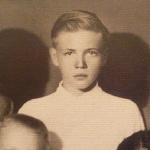 В школе (К. Никокнов в центре), 1946 год. Перед поступлением в 1-ю Московскую спецшколу ВВС