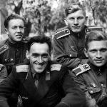 1957 год, группа  лётчика-инструктора Караваева  В.А.  Нижний ряд, слева направо: Муратов А.Т.,  старший лейтенант  Караваев В.А.,   Черкасов А.  Верхний ряд:  Майоров  И., Кожемякин Г., Тарасов Н.