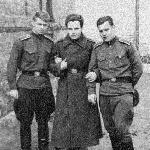 Март 1958 года, Бутурлиновка. Слева Лусников В.,  в центре Хорев В. после перелома ноги, справа Женихов А.