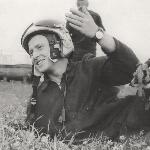 Аэродром Жердевка 1973 год. Фото сделано после полёта на полигон Алфёровский. При выполнении полёта на практическое бомбометание на полигон Алфёровский, во второй половине взлёта произошёл отказал АГД (полностью завалился). Я выполнил полёт на полигон, сбросил бомбы и только после этого доложил об отказе АГД. После этого полёта я впервые почувствовал себя настоящим лётчиком