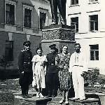 Краснодар, спецшкола ВВС. У памятника В.И. Ленину возле вокзала