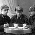 Курсанты 2-й ВШЛ, г. Борисоглебск. Кривошеев И.С. посередине. Фамилии друзей справа и слева неизвестны.