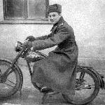1954 г., осень. Мотоциклист курсант Гармаш Ю.М.