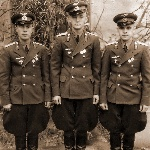 1949 год, август. Борисоглебск. Три не разлучных друга выпускника. Слева направо - Сорокин Виктор, Кадацкий Владимир, Сидоров