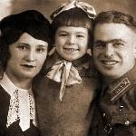 Иван Иванович с дочерью Стеллой Ивановной Прусовой и женой Анной Антоновной Прусовой (Майорова). 1940 год