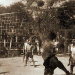 На волейбольной площадке (в Китае). Серафим Николаевич отбивает мяч
