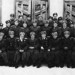 9 января  1951 г. Лейтенанты-выпускники – 1950 г. со своими инструкторами