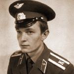 Куцев Александр Иванович, 312 классное отделение. Умер 11 октября 1993 года.