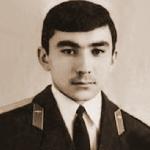 Косаков Сейткул Ахмеджанович, 303 классное отделение. Полковник. Погиб в 1993 году на Л-39, аэродром Бишкек.