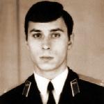 Каснер Валерий Васильевич, 305 классное отделение. Заслуженный военный лётчик РФ, полковник. Умер 22 мая 2006 года (сердце), похоронен в г. Чернигове.