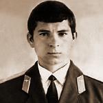 Гуськов Юрий Алексеевич, 302 классное отделение. Погиб летом 1981 г. на эродроме Бобровичи при катастрофе Су-7бм