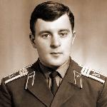 Горшков Владимир Сергеевич, 310 классное отделение. Умер 5 мая 1994 года, захоронен на кладбище пос. Гвардейское АР Крым.