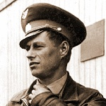 1. Пашков. Прибыл из ЗабВО, был штурманом АЭ. Также изображён на фотографии под номером 18