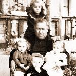 С внуками в Перелёшино, 1950-е годы