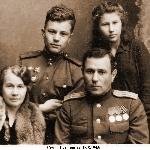 Семья Петюховых в июне 1945 года