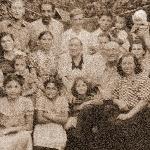 1958 год. Васильев Борис Алексеевич в верхнем ряду слева (приехал домой в отпуск). В центре (с черным воротником) - Дементьева Мария Кондратьевна, мама погибшего в авиакатастрофе в 1950 году друга http://www.bvvaul.ru/profiles/5103.php