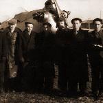 Наша лётная группа. Инструктор Шалькебаев справа. Справа налево: Николаев, Вирпадже, Егоров, Хлебников, Ободников, Денисов, Беликов, Иванов