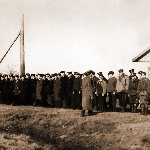 Наш Ленинградский аэроклуб на постороении (инструкторы на левом фланге)