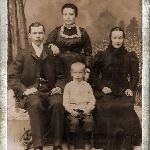 Мой отец (в центре), дед Василий, Бабаня (стоит)