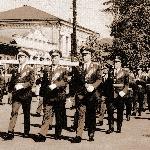 Прохождение торжественным маршем по центральной улице Борисоглебска. Училищную колонну возглавляет руководство училища