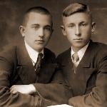 Братья Борис и Михаил Архангельские. Оба учились в Борисоглебском аэроклубе, выпущены пилотами запаса в 1939 году