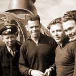 Чемпионы СССР 1963 года. Команда ВВС, слева направо: специалист инженерно-технического состава, Альберт Опарин, Эдуард Заблотный, Владимир Сахаров