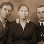 Братья Клепиковы Михаил и Николай со своей мамой, Татьяной Филипповной. Клепиков Н.Ф. после окончания лётного училища 20 марта 1940 года