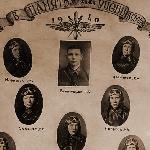 Выпускники Серпуховской военной школы пилотов со своим лётчиком-инструктором Н.К. Белогубцевым. 1940 год