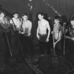 1987, звено на строительстве гаража инструктору Колесникову (пару замесов – и на речку)